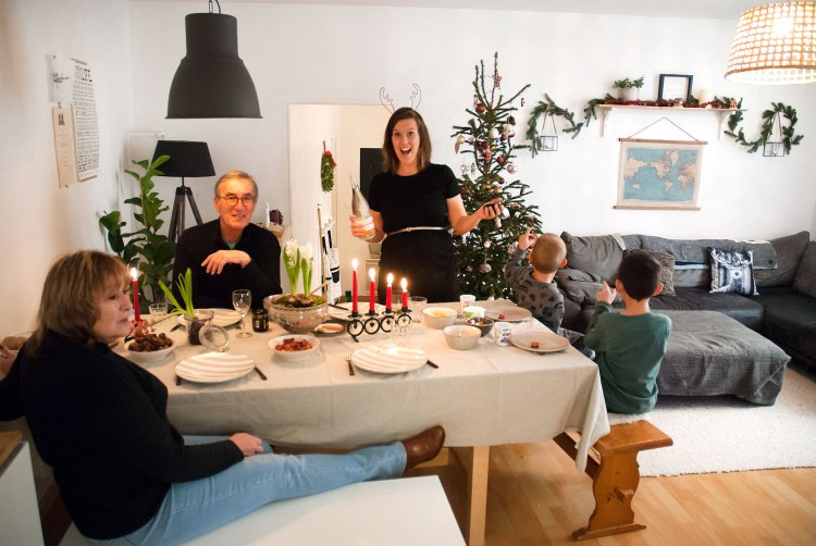 christmas-celebration-holidays-lilla-jul