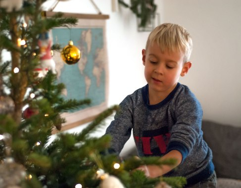 christmas-tree-classic-family-time-31