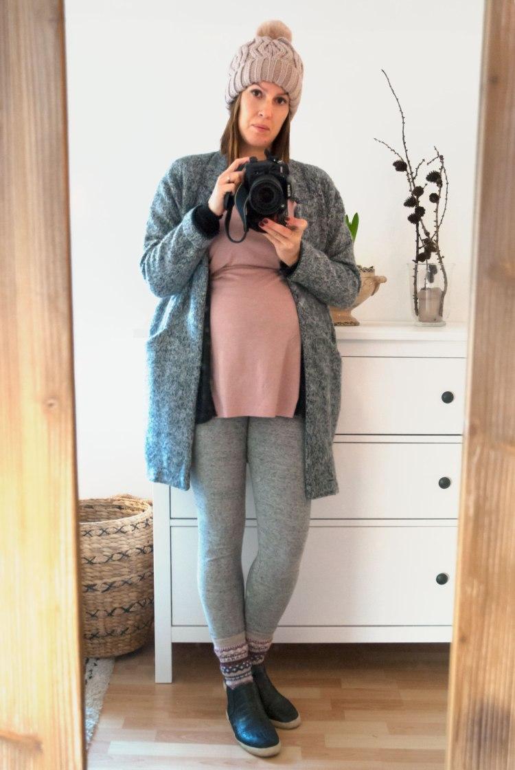 zara-coat-ootd-babybump-pregnant-beanie.jpg