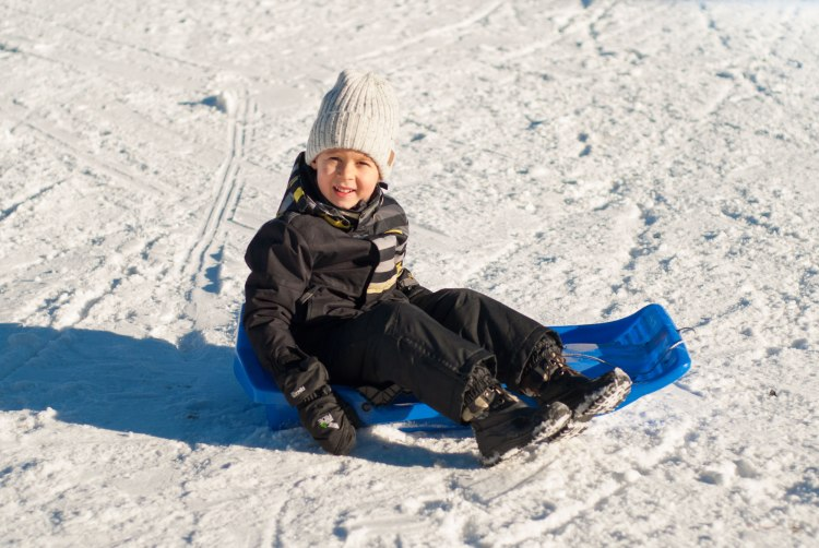 sledge-ski-vacations-holidays-kids-winter-pulka-luge-lesarcs