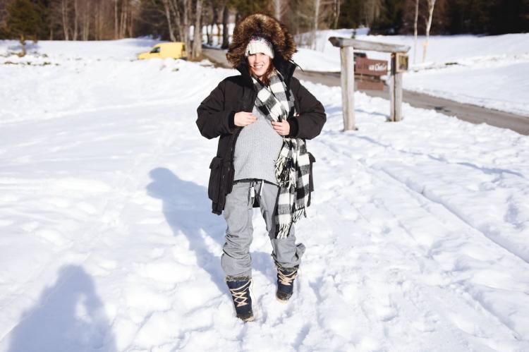 baby-bump-week28-pregnant-gravid-enceinte-belly-mama-motherhood-nature-snow-winter-2