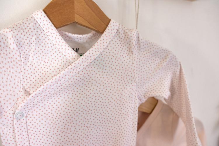 26-03-bodysuits-hm-organic-cotton-ekologisk-bomull-coton-bio-baby-stuff-bebis-bebe